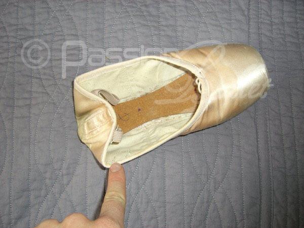 ou coudre les rubans de ses chaussons de pointe